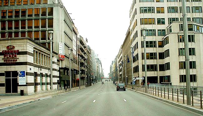 02 Rue-de-la-Loi-on-Sunday-or-after-5pm